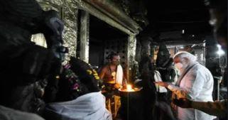 Prime Minister Narendra Modi offered prayers at the Meenakshi Sundareswarar Temple