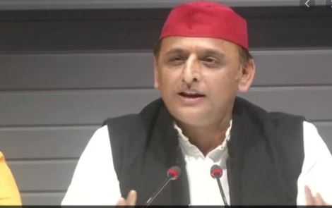 UP CM Should Change the Person He Sees in Mirror Every Morning: Akhilesh Yadav