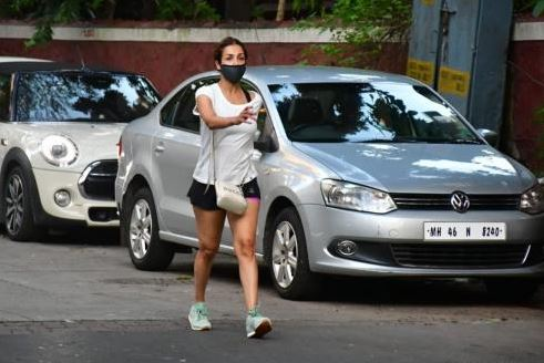 "Malaika Arora was in for a shock to see the massive crowds of Mumbaikars -captioned it as ""COVID or no COVID??"