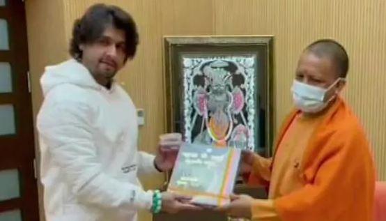 Famous singer sonu nigam meets UP C.M yogi aditynath