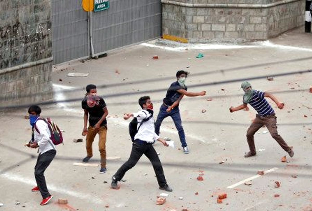Kashmir: Two arrested in stone pelting incident in which truck driver was killed