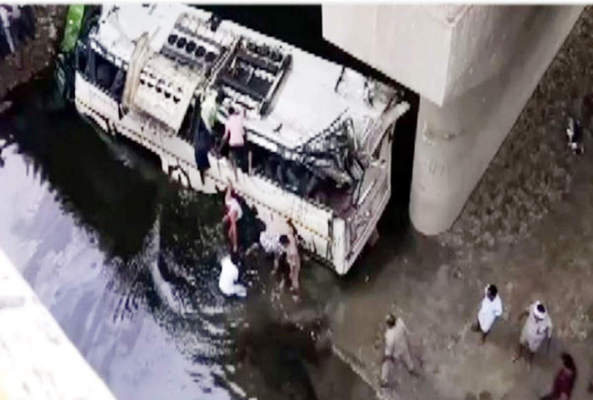 Painful Bus accident in Agra, 29 killed