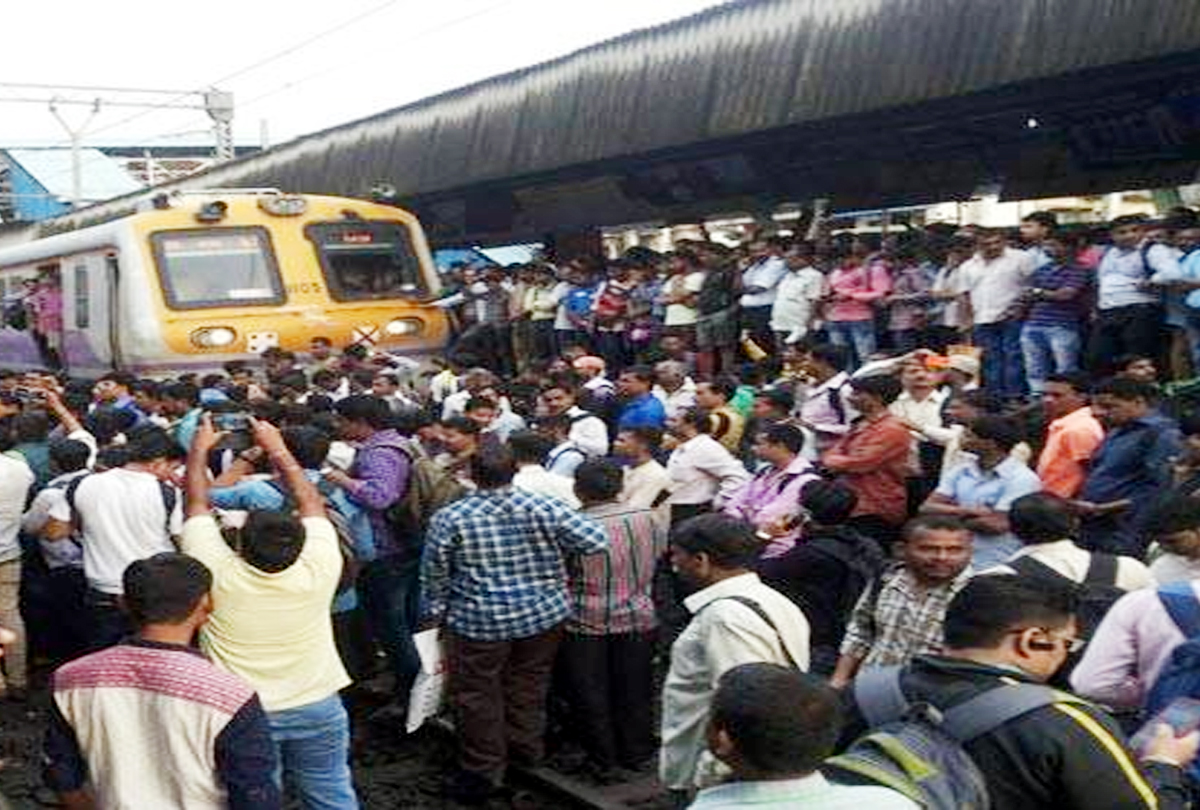 Central Railways seriously affected in Mumbai