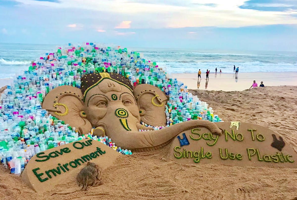 "Sand Ganesh with a message ""Say no to single-use plastic"""