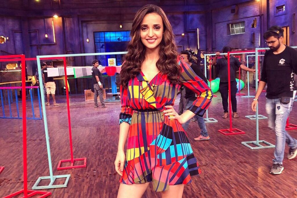 Sanaya Irani looks dazzling when she is clicked on 'sets of the craziest show Khatra Khatra Khatra